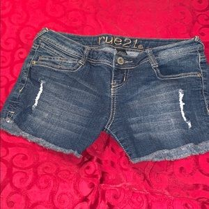 Low-rise rue21 shorts